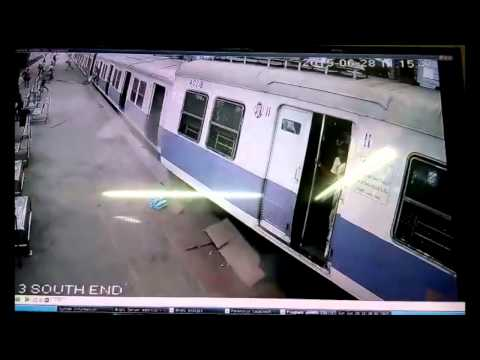 Mumbai Local Train Overshoots Platform At Churchgate! [Indian Railways]