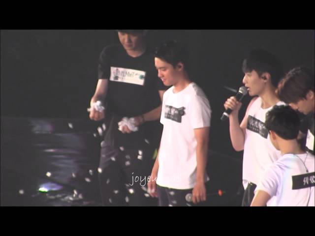 [fancam]150816 EXOLuxion Hong Kong D1 MENT Chanyeol and Kyunsoo playing cute?