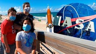 FOMOS À PRAIA PELA PRIMEIRA VEZ NA FLÓRIDA(EUA) E VIMOS O LANÇAMENTO DE UM FOGUETE  DA NASA