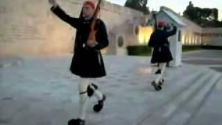 Греция. Афины. Памятник Неизвестному солдату.(http://www.town-explorer.ru/athens/ - достопримечательности Афин на карте, фото и видео., 2011-09-27T18:18:36.000Z)