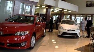 США. Автосалон TOYOTA в Орландо, Цены на автомобили Тойота