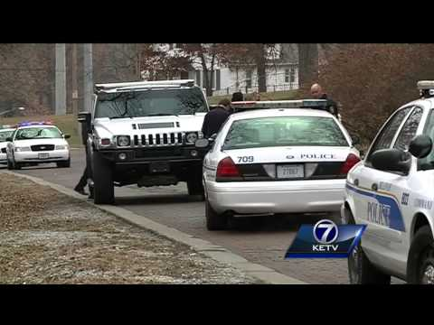 Car dealer chases thieves