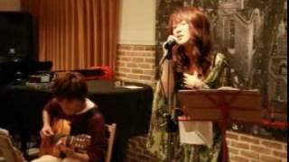 2009年12月。たまプラーザで行われた尾関美穂さんのライブです。