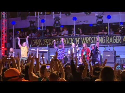 """Corey Taylor & FOZZY Cover KISS """"Cold Gin"""" on Chris Jericho Cruise 