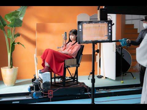 橋本環奈 ブックライブ CM スチル画像。CM動画を再生できます。
