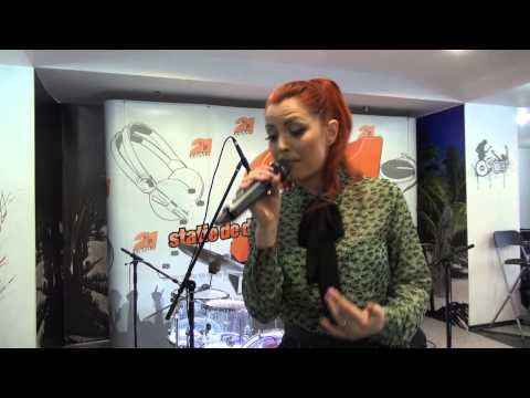 Elena Gheorghe - Pana la stele (LIVE @ RADIO 21)