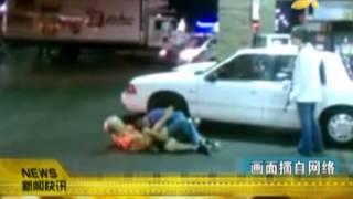 "CQTV:美""最猛女友""爆红 枪瞄歹徒脑袋救男友"