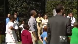 Baixar Nenê bate bola com Obama na Casa Branca