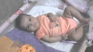 بنت عمرها 4 شهور تنتم على القرام
