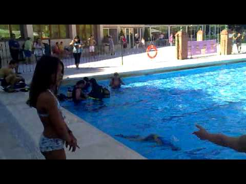 Curso de submarinismo en la piscina de san roque en la for Piscina municipal san roque