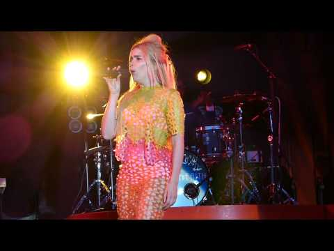Paloma Faith - Love Only Leaves You Lonely live Delamere Forest 03-07-15 mp3