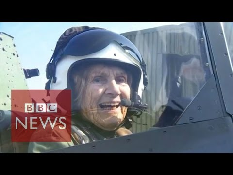 92-year-old WW2 veteran flies Spitfire again - BBC News