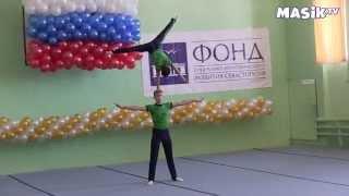 Тренировка по акробатике мальчиков