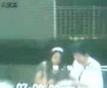 shanghai subway hot kiss