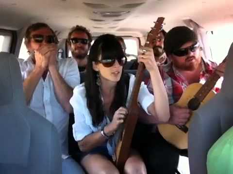Stealers Wheel - Stuck in the Middle - Cover by Nicki Bluhm and The Gramblers - Van Session 22