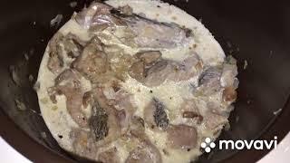 Щука с луговыми опятами в сметанном соусе в мультиварке