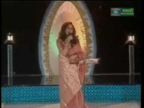 Bela Shende sings 'kewha tari pahaate'