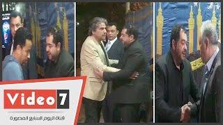 هنيدى و أشرف زكى و جمال عبد الناصر و سامح حسين فى عزاء و الد طارق عبد العزيز