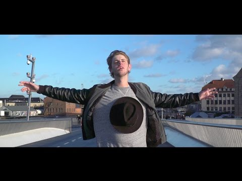 Albert Dyrlund - Hellerup-dreng [Official Video]