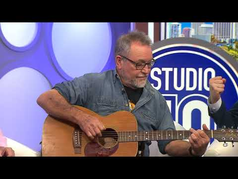 John Williamson Gives Impromptu Acoustic Performance Of 'True Blue' | Studio 10