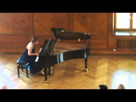 "Elena Kuschnerova performing Ludwig Schuncke ""Heimweh"""