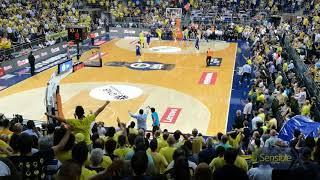 Final serisinin 3-3 eşitlendiği maç sonu salondan görünümler