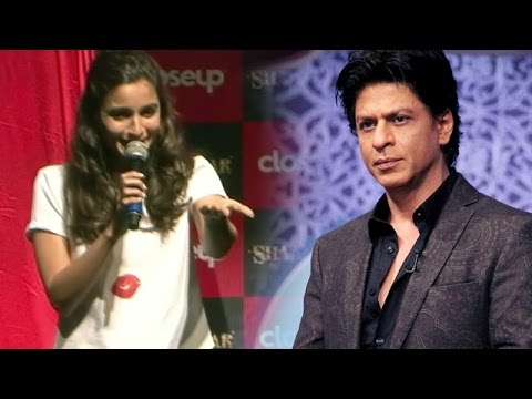 Alia Bhatt Makes FUN Of Shahrukh Khan In PUBLIC