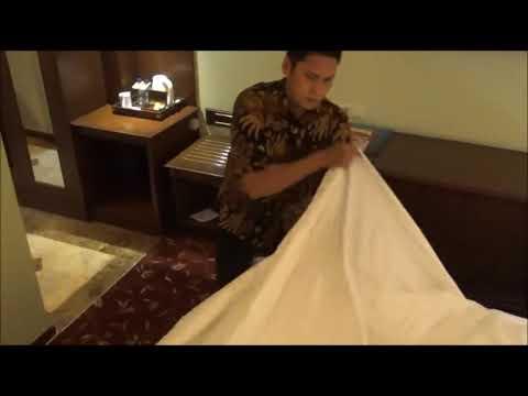Make Up Room Duvet System /Prepare Room For The Guest