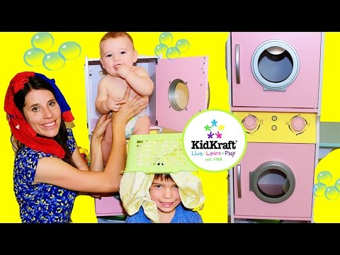 KidKraft Laundry Playset Family Fun Washing Clothes Cute Baby Eli & Toby Pretend Play Wooden Toys