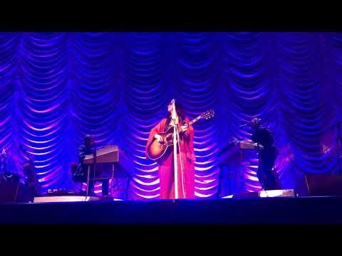 """Kacey Musgraves sings """"Butterflies"""" live at Bon Secours Wellness Center"""