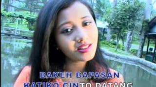Download lagu Pop Minang Istimewa Dia Camellia & Charles Simbolon - Denai Lambai Tangan