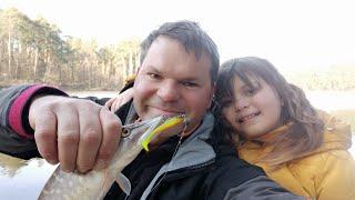 Короткая рыбалка с дочкой на щучку которая спит из за коронавируса