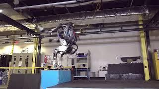 Новые  приколы робота Atlas жесть