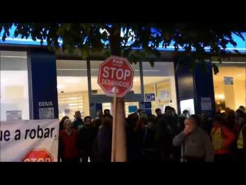 Violento desahucio del las PAH's murcianas de las oficinas del BBVA