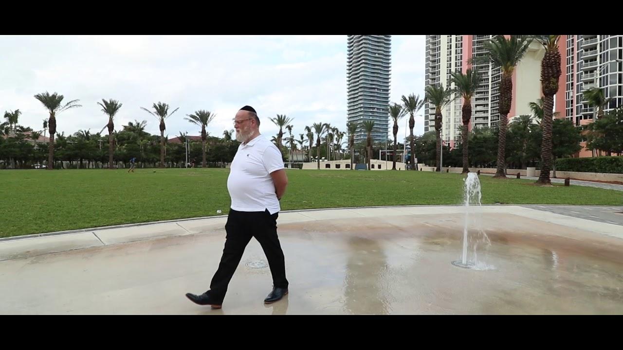 Michoel Schnitzler - Es Hakol - Official Music Video | מיכאל שניצלער - ביסט מיין טאטע - הקליפ הרשמי