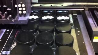 Уф печать. Нанесение логотипа на шайбы.(http://www.lazergroup.ru/index/nanesenie-logotipa/nanesenie-logotipa-na-suveniryi.html С помощью новейших технологий уф печати стало возможно..., 2012-10-30T10:48:42.000Z)