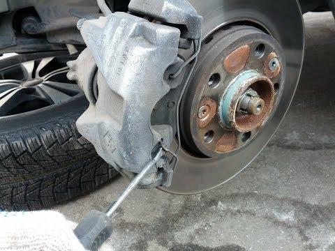 Renault Duster,замена передних тормозных колодок.