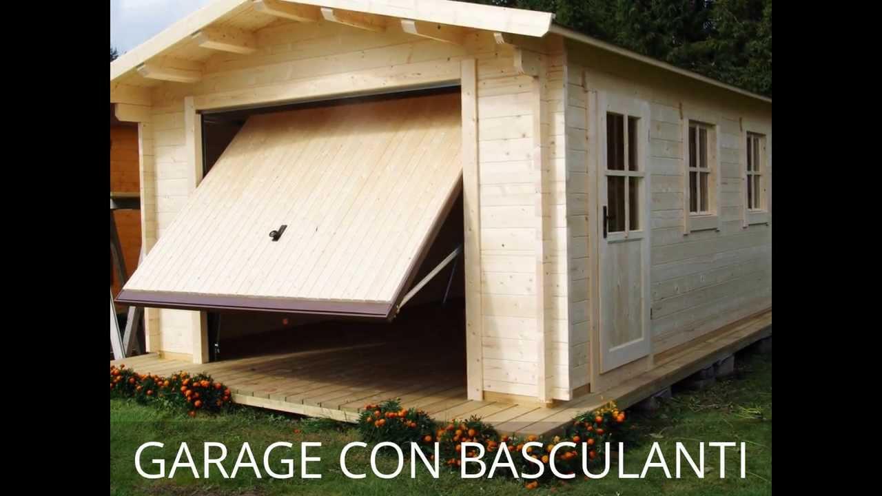 Garage in legno con porte basculanti for Garage con soffitta