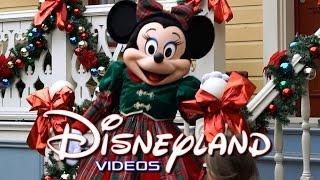 Disneyland Paris - Noël/Christmas 2015 part 1 HD(La saison de Noël a commencé à Disneyland Paris et durera jusqu'au 7 janvier 2016. Dans cette partie, vous trouverez les personnages Disney habillés sur le ..., 2015-11-30T15:30:01.000Z)