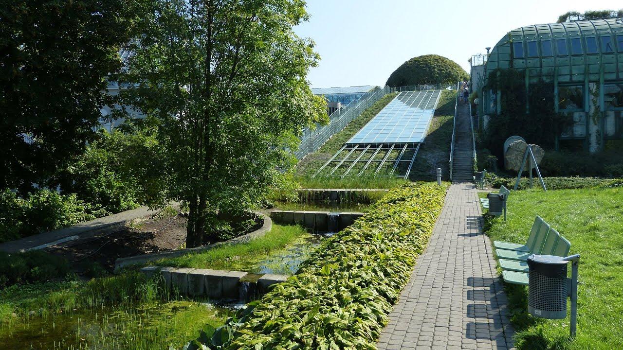 Ogród na dachu Biblioteki Uniwersytetu Warszawskiego - YouTube