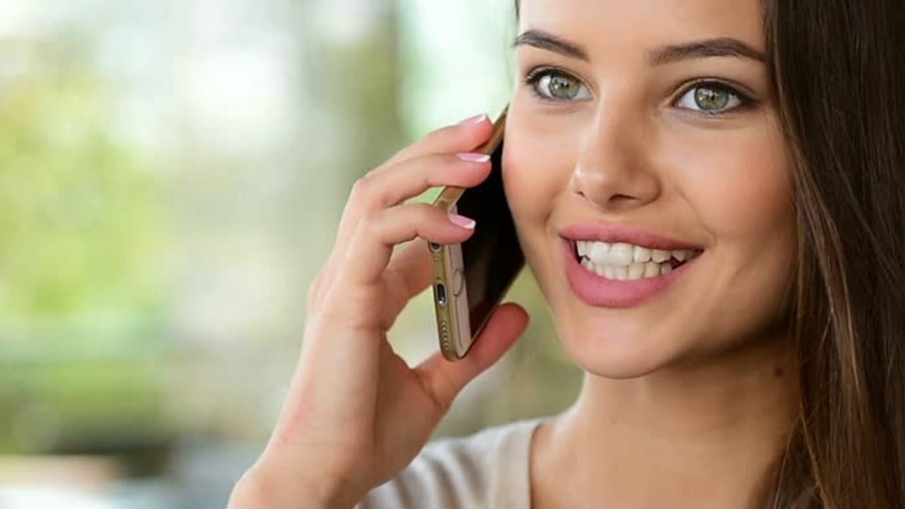 Девушка разговаривает по телефону картинка