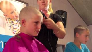 Download lagu Child Cancer Charity 'funrazor' - Max Simcox 'Shaves his Lid for a Brave Kid'