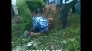 Cướp đánh cảnh sát...dân đổ xô uýnh luôn...