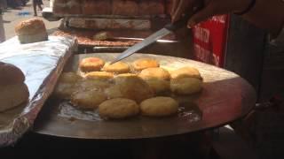 """Уличный фаст фуд """"Паобаджи"""" Мумбаи Индия"""