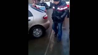 Из-за припаркованной машины на Анголенко в Запорожье стояли 5 трамваев