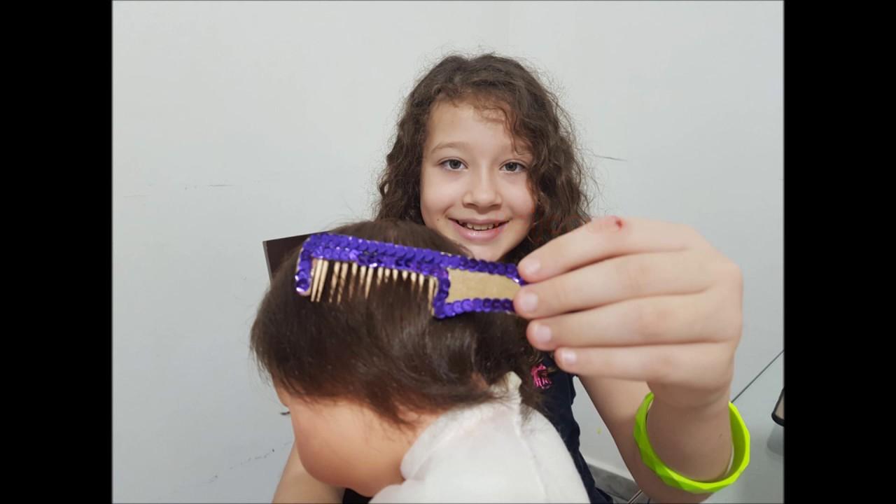 Como Fazer Pente para Boneca com papelão e palito de dente