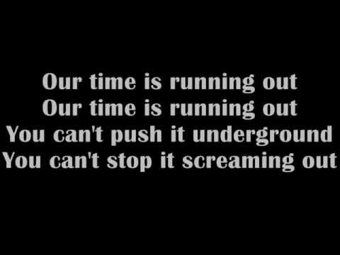 Muse-Time is running out (HQ with lyrics on screen)