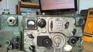 Іржавий і закостенілий Радянський р-107 радіо