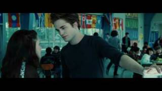 twilight cafeteria scene edward so sexy but vampire can sweat?