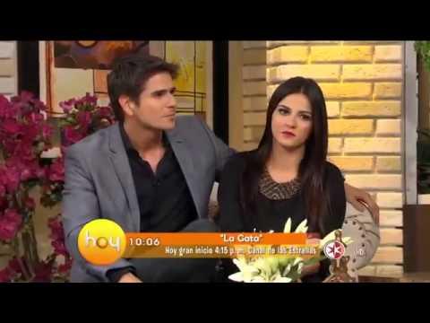 Maite Perroni (@Maiteoficial), Daniel Arenas y parte del elenco de La Gata en HOY
